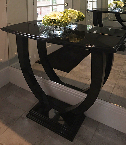 Console table in black gloss finish